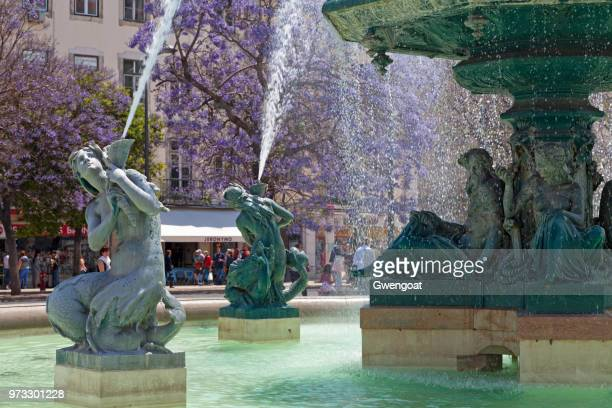 fountain in rossio square - gwengoat stock pictures, royalty-free photos & images