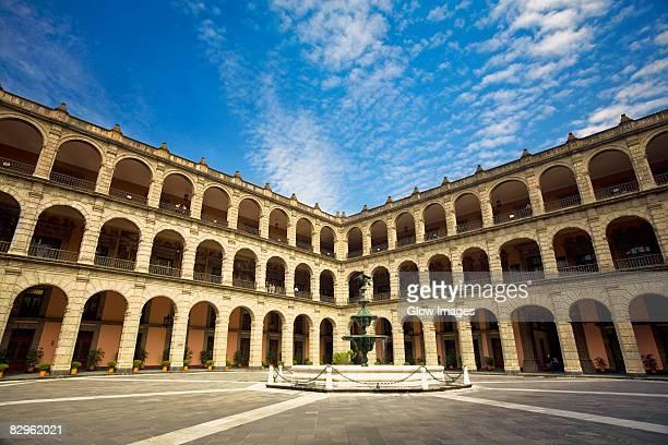fountain in the courtyard of a government building, national palace, zocalo, mexico city, mexico - ciudad de méxico fotografías e imágenes de stock