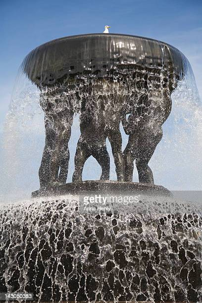 fountain in the frogner park, oslo - gustav vigeland sculpture park stock pictures, royalty-free photos & images