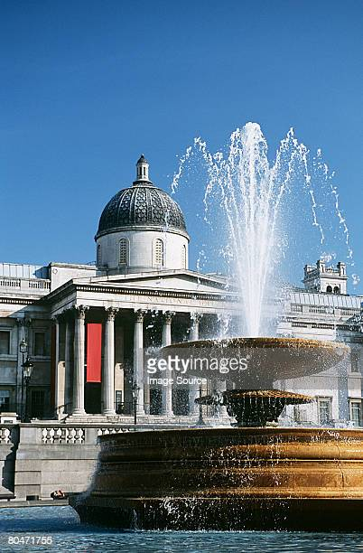 fountain in trafalgar square - national gallery london stock pictures, royalty-free photos & images