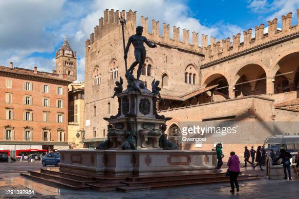 fountain of neptune in bologna - gwengoat stock pictures, royalty-free photos & images