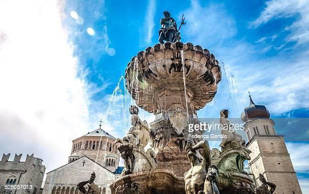 fountain of neptune - trento foto e immagini stock