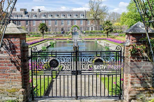 Fountain of Sunken Garden with Kensington Palace behind