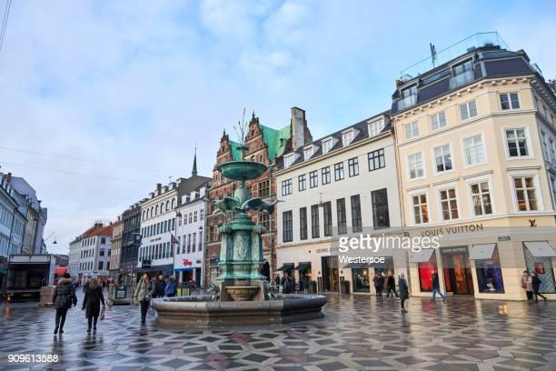 Fontänen på en torget i Köpenhamn