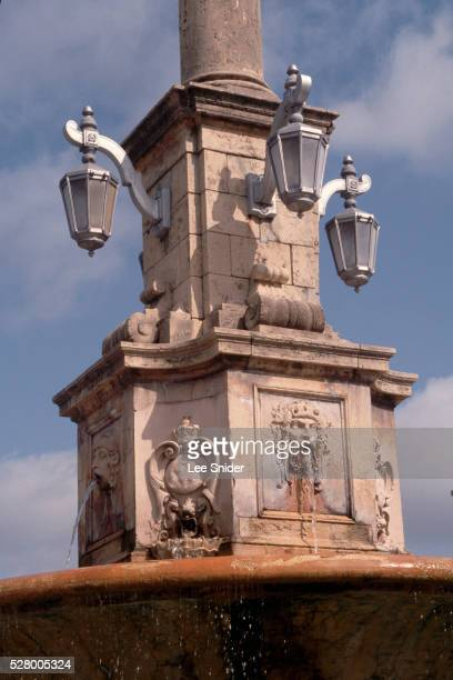 fountain on de soto avenue - coral gables stock pictures, royalty-free photos & images