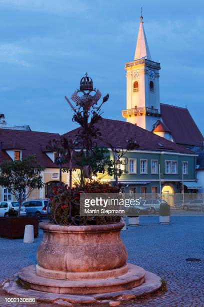 fountain on the town hall square, catholic church, rust on lake neusiedl, burgenland, austria - rust colored - fotografias e filmes do acervo