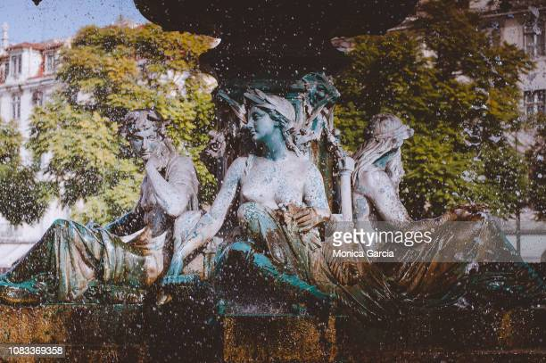 fountain - ロッシオ広場 ストックフォトと画像