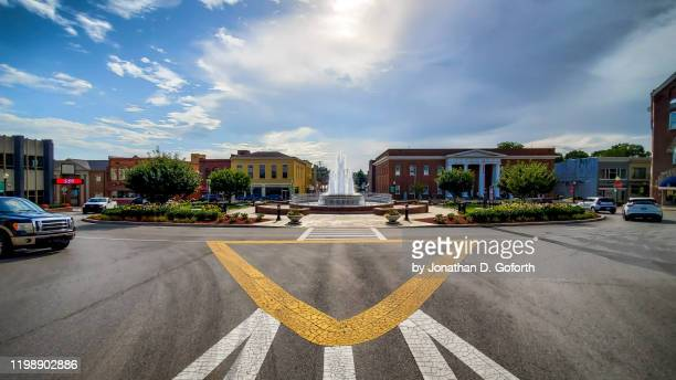 fountain square crosswalk - small town stock pictures, royalty-free photos & images