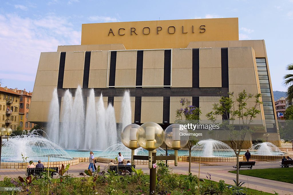 Fountains in front of a building, Acropolis Conference Center, Nice, France : Foto de stock