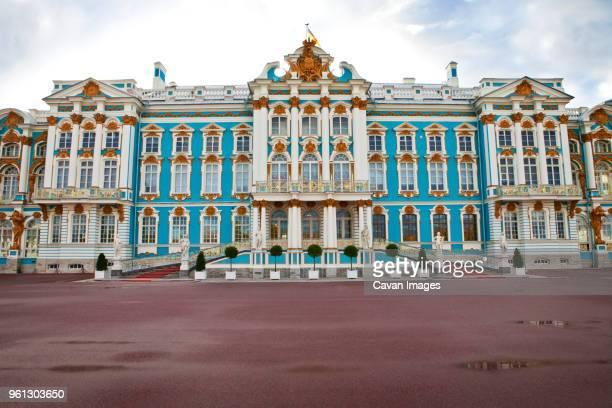 fountains in garden of petrodvorest palace - groot paleis peterhof stockfoto's en -beelden