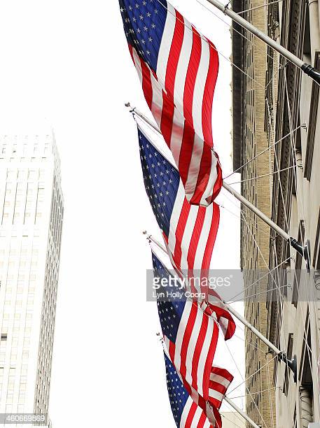 four american flags and tall building in new york - lyn holly coorg stock pictures, royalty-free photos & images