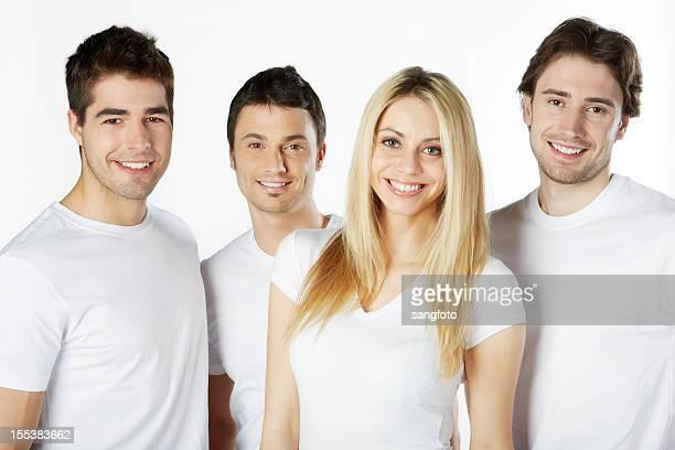 quattro amici attraenti sorridente in t-shirt bianca - maniche corte foto e immagini stock