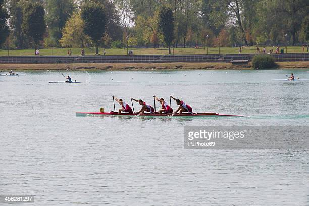 four boys during the training in canoe (milan) - pjphoto69 個照片及圖片檔