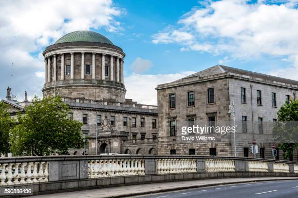 four courts on inns quay houses the supreme court, high court, dublin circuit court and previously c - court room stock pictures, royalty-free photos & images