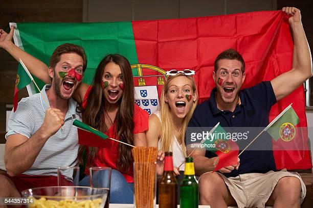 quatro entusiasta fãs de futebol português - bandeira de portugal imagens e fotografias de stock