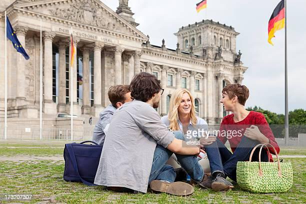 Vier Freunde vor dem Reichstag
