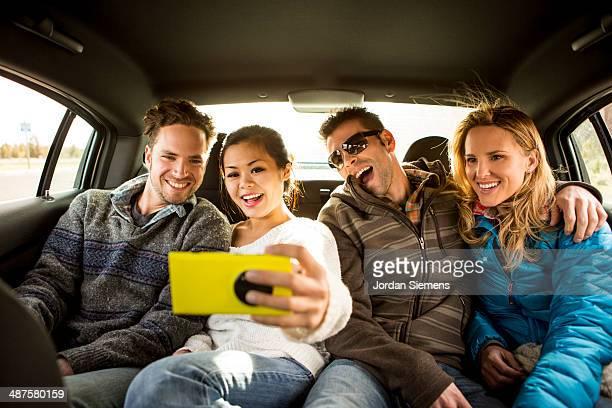 four friends snapping a selfie. - quatro pessoas - fotografias e filmes do acervo