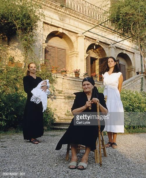 four generational female family members, outdoors, portrait - italien photos et images de collection