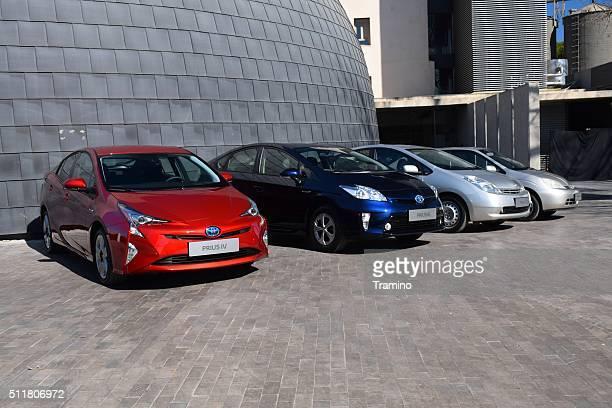 Vier Generationen von Toyota Prius in einer Reihe
