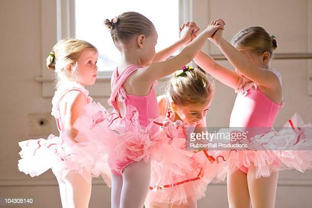 four girls (2-3,4-5) practicing in ballet studio - ballettstudio stock-fotos und bilder