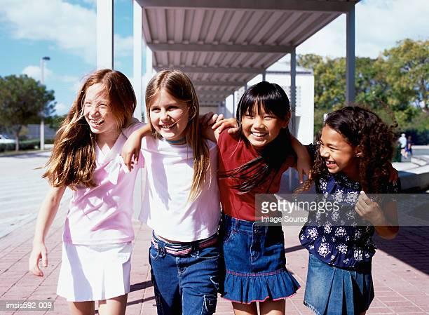 Vier Mädchen Lächeln