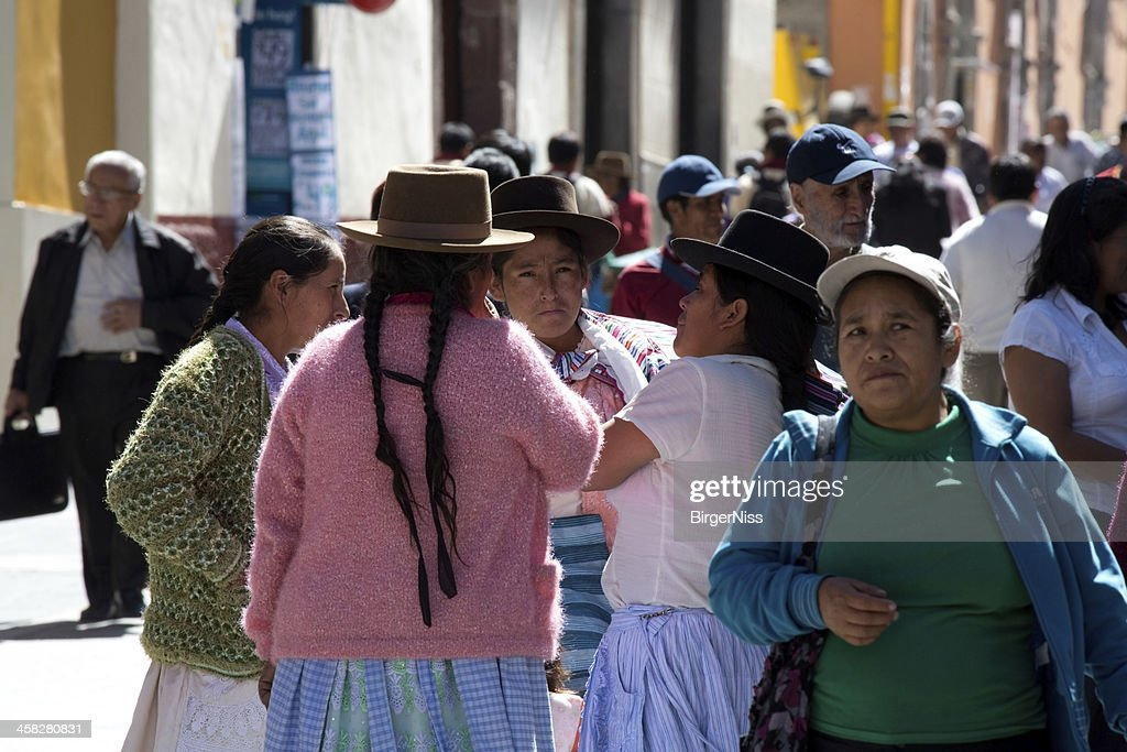 Four indian women conversing in Huamanga, Peru : Stock Photo
