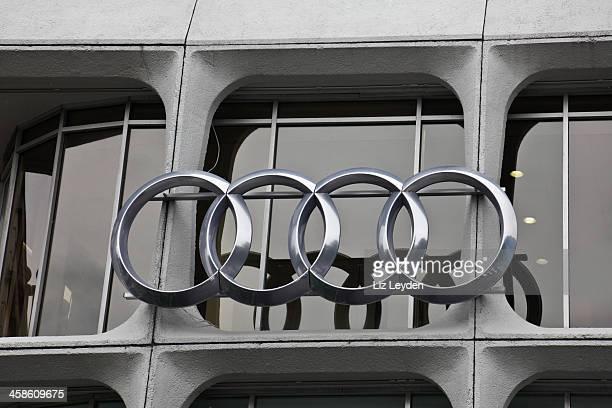 Quattro intercorrelate anelli, emblema dell'Audi auto.