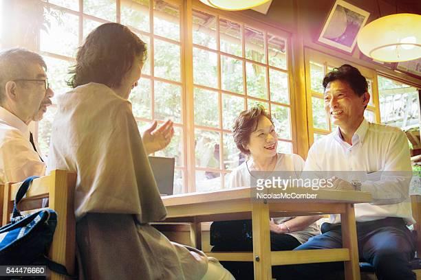 4 マチュア日本のご友人とご一緒にお楽しみいただける「レストラン」でのミーティング