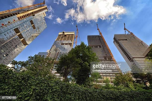 four new high rises side by side - emreturanphoto stockfoto's en -beelden
