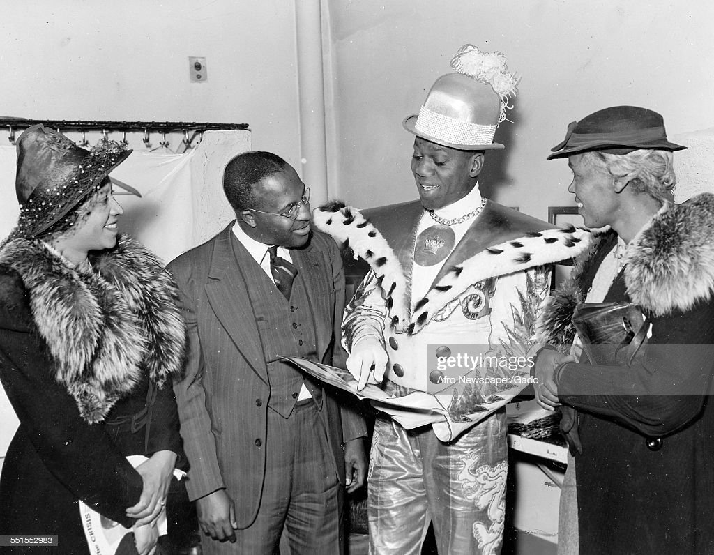 Four People Meeting And Greeting Bill Robinson Mrs Louise News