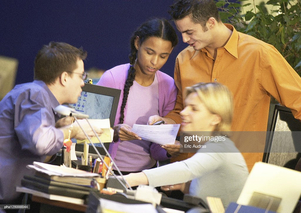 Four people standing in office, close-up : Stockfoto