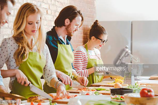 Vier Personen teilnehmen, Kochkurs