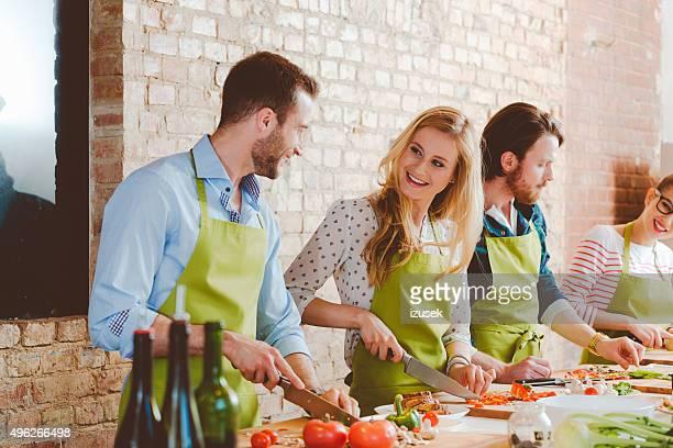 Cuatro personas, participar en clases de cocina