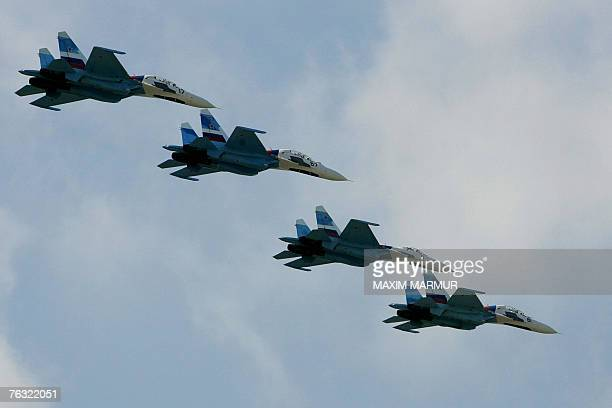 """Four Russian MIG-29 perform at the International Aviation and Space salon """"MAKS-2007"""" in Zhukovsky airfield, outside Moscow, 25 August 2007. AFP..."""