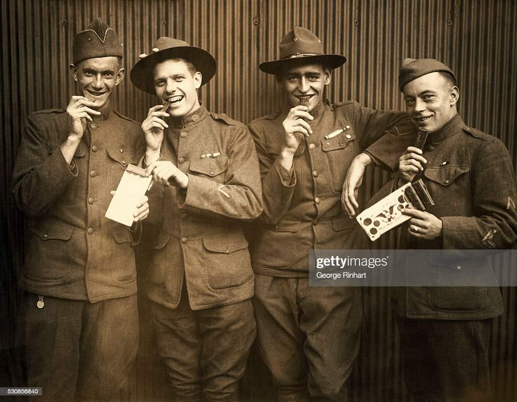 WWI Soldiers Eating Maillards Eagle Sweet Chocolate : News Photo