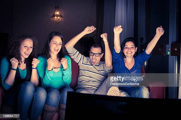 four teenager watching tv - friends tv show stock pictures, royalty-free photos & images