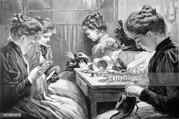 Four women in handicrafts in the living room, sew, darn Germany / vier Frauen bei Handarbeiten im Wohnzimmer, nähen, stopfen, Deutschland,...