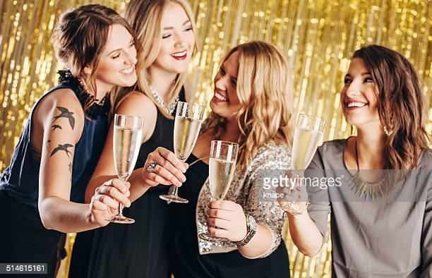 4 つの女性用のパーティ
