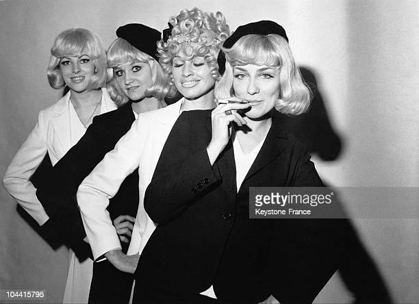 Four young women dressed as Bonnie PARKER wearing the wigs of a creator offered with the invitation to the screening premiere of the film BONNIE AND...