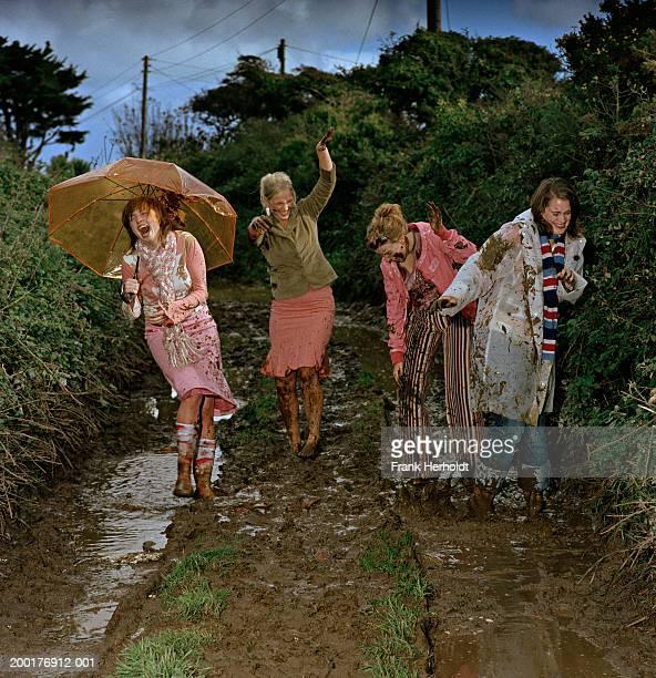 Fight ladies mud Bloody Fight