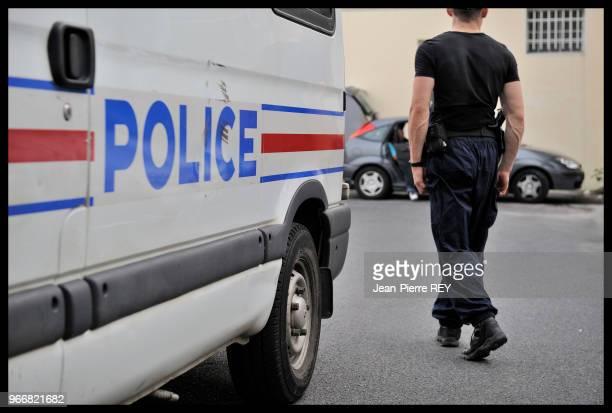 Fourgon de police au commissariat Corbeil le 21 juillet 2009