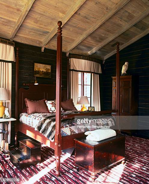 Four-poster Bed under Vaulted Ceiling