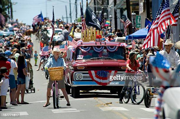 fourth of july parade - parade stock pictures, royalty-free photos & images