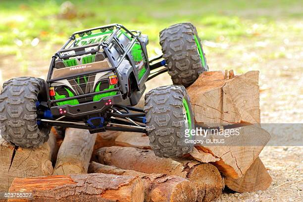 four-wheel drive remote controlled car - remote control car games stock pictures, royalty-free photos & images