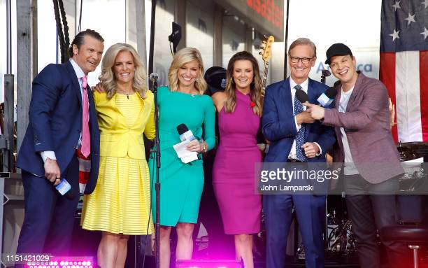 Fox anchors Pete Hegseth Janice Dean Ainsley Earhardt Jillian Mele and Steve Doocy join Gavin DeGraw as he performs on FOX News Channel's FOX Friends...