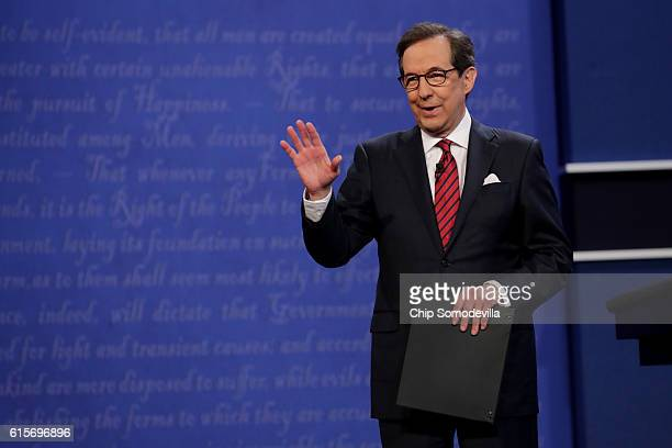 Fox News anchor and moderator Chris Wallace speaks to the guests and attendees during the third US presidential debate at the Thomas Mack Center on...