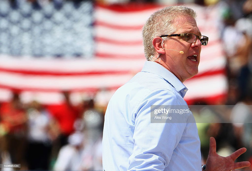 """Glenn Beck Hosts Controversial """"Restoring Honor"""" Rally At Lincoln Memorial : News Photo"""