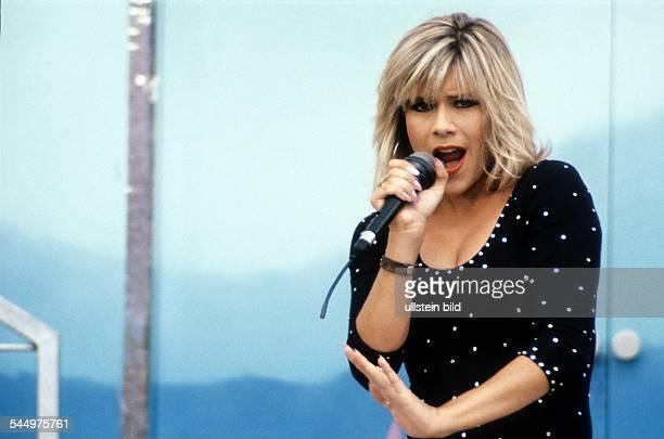 Fox Samantha Musician Singer Pop music glamour model UK performing 081981
