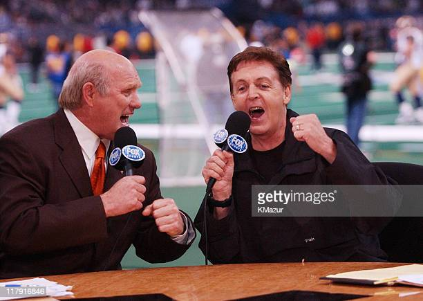 "Fox Sports broadcaster Terry Bradshaw and Sir Paul McCartney sing a duet of ""A Hard Day's Night"" during the halftime show of Super Bowl XXXVI at the..."