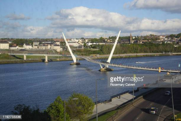 foyle river & peace bridge, derry (londonderry), n.ireland - river foyle stock pictures, royalty-free photos & images